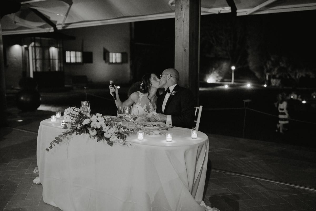 Intimate tuscany elopement photographer